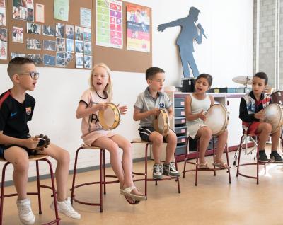 Kinderen met muziekinstrumenten