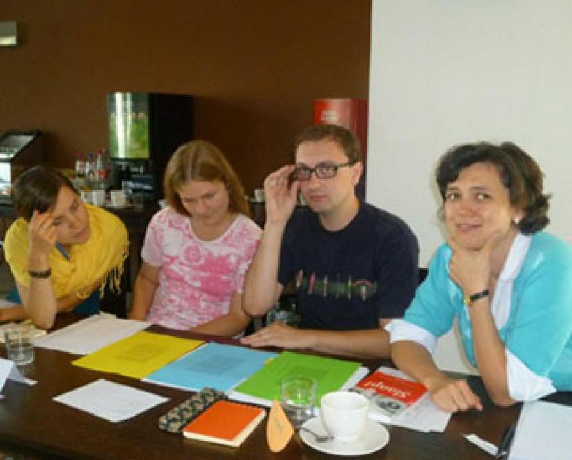 Wereldwijd studeren in 40 landen 15.000 overwegend jonge mensen Nederlands aan 180 universiteiten of talencentra.